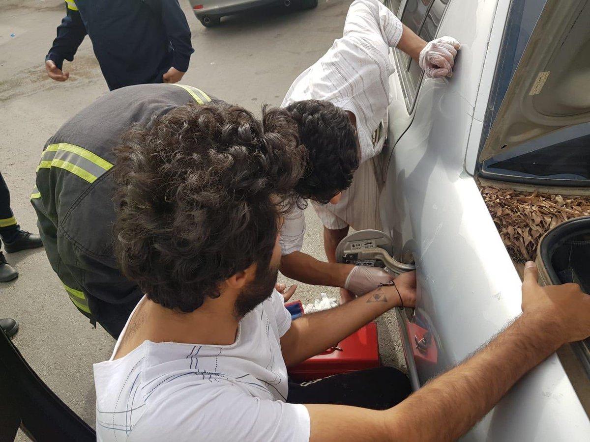 مدني الرياض يتدخل لإنقاذ شخص احتُجزت يده داخل فتحة خزان وقود السيارة