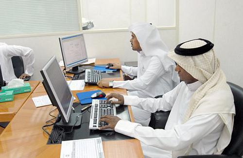 """توضيح هام من """"العمل"""" بشأن الإجازات الرسمية والشخصية للموظف في السعودية!"""