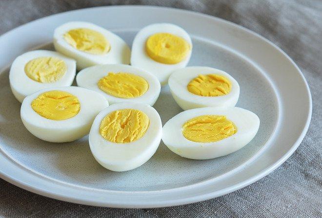 دراسة: تناول بيضتين يوميا قد يؤدي إلى مشكلات صحية في القلب