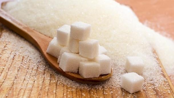 """""""الغذاء والدواء"""" توضح الفرق بين """"السكر المضاف"""" و""""الطبيعي"""""""