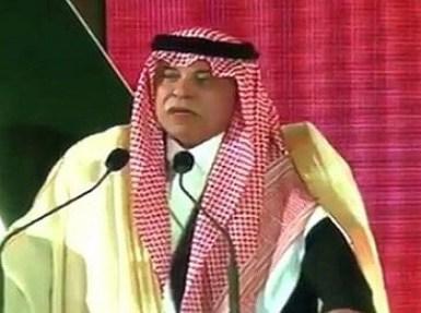 """بالفيديو.. وزير الشؤون البلدية مداعبا أمير عسير: """" متابع ومزعج للعمل """""""