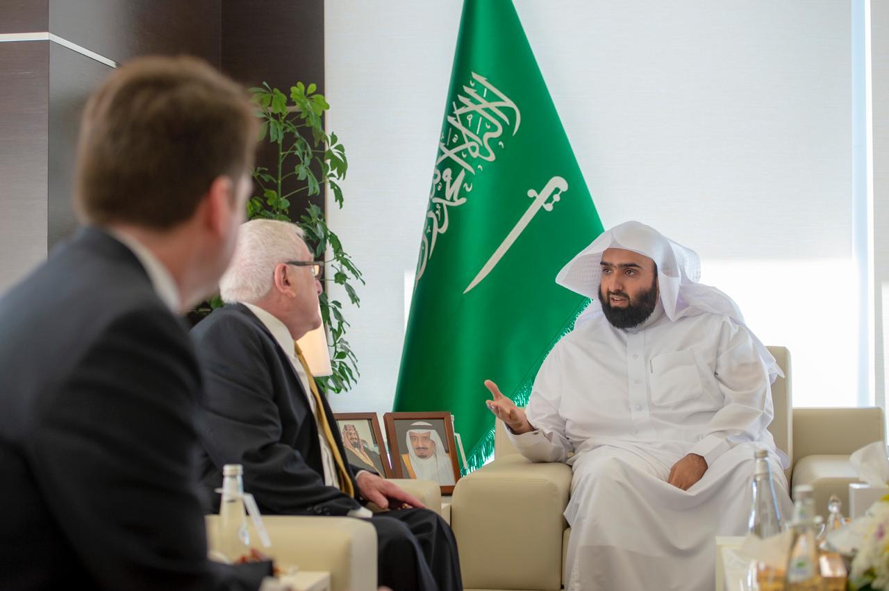 البرفسور لويس كاتز مدير مكتب الدراسات القضائية العليا للمغتربين يثني على القضاء السعودي