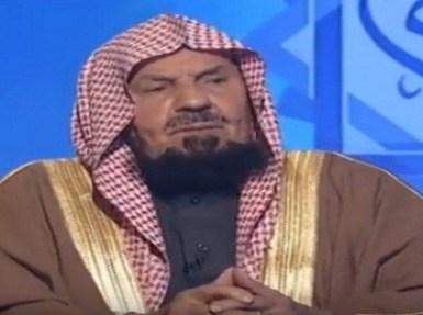 بالفيديو.. الشيخ عبدالله المنيع: الرسول ﷺ لبس العقال الأبيض والأسود
