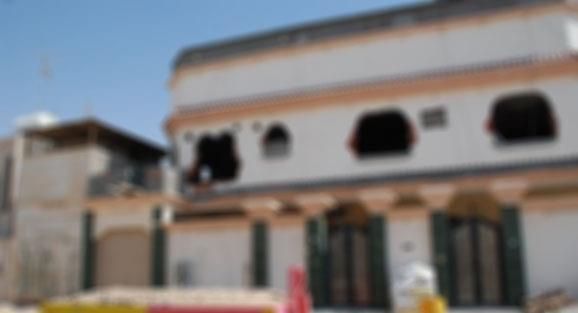 """صاحب منزل """"المليونين"""" مصدوم ويروي تجربته: خلال عام أصبح المنزل غير صالح للسكن"""