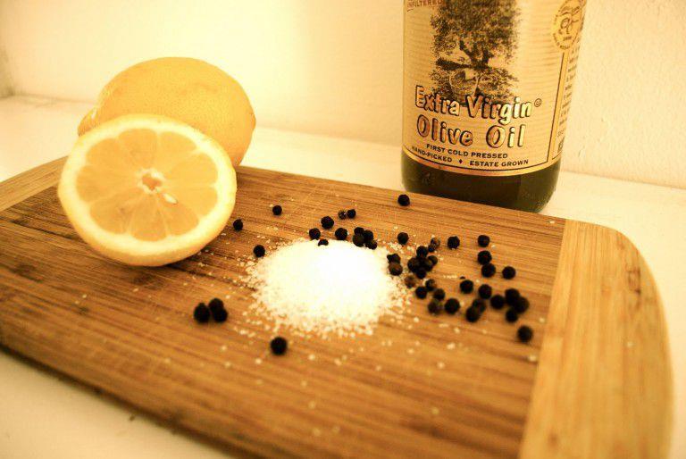 """""""الليمون والفلفل الأسود والملح"""".. خليط سحري لمعالجة 10 أمراض"""