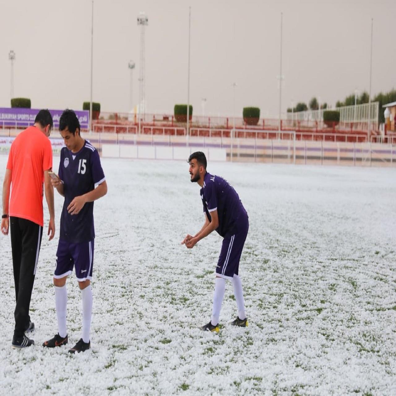 صور وفيديو.. البرد يوقف مباراة البكيرية وحطين