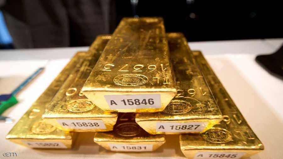 الذهب ينزل لأدنى مستوى فيما يزيد عن أسبوع