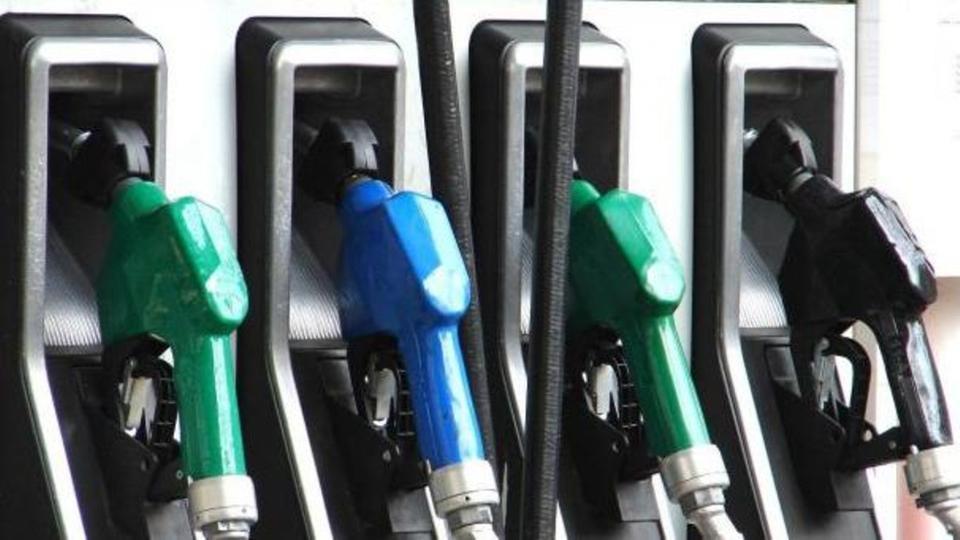 كيف تتغير أسعار البنزين في المملكة كل ربع سنة؟