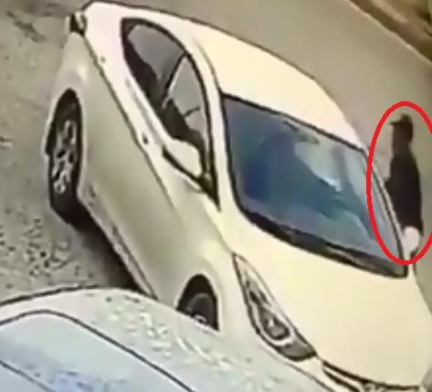 شاهد.. سرقة مركبة تركها صاحبها في وضع التشغيل بالرياض