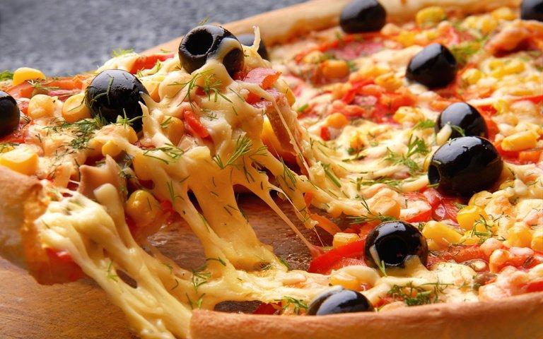 تحذير.. لا تتناول البيتزا أو البرجر وأنت مجهد!