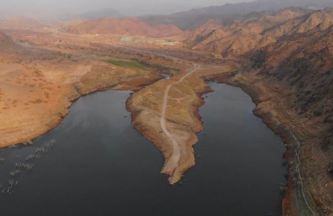 لقطات خلابة لبحيرة وادي بيش.. ثاني أكبر سد مائي في المملكة