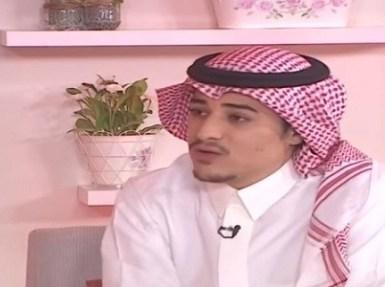 بالفيديو.. إعلامي يوجه قبلة على الهواء وضيفه يوبخه ويطالب بمحاسبته