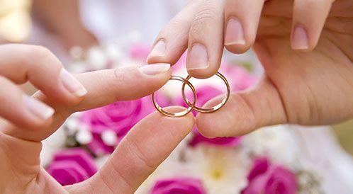 ما هي أسباب نجاح الزواج؟ .. خبراء ومغردون يجيبون
