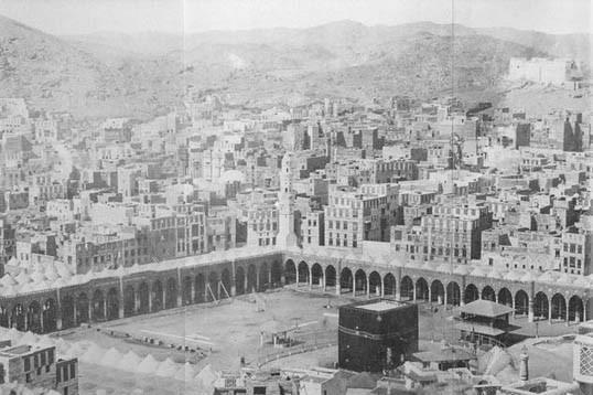 عمره 138 عاماً.. استمع لأقدم تسجيل للأذان في المسجد الحرام