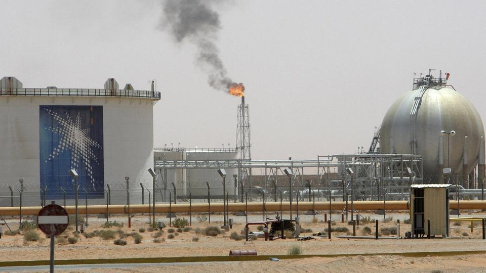 السعودية تطمئن العالم: إمدادات عملائنا من النفط والغاز لم تتأثر