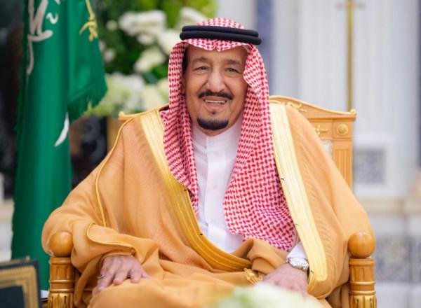 الملك سلمان تمنى أن يكون عسكريًّا وهذا ما قاله عن والدته قبل أيام