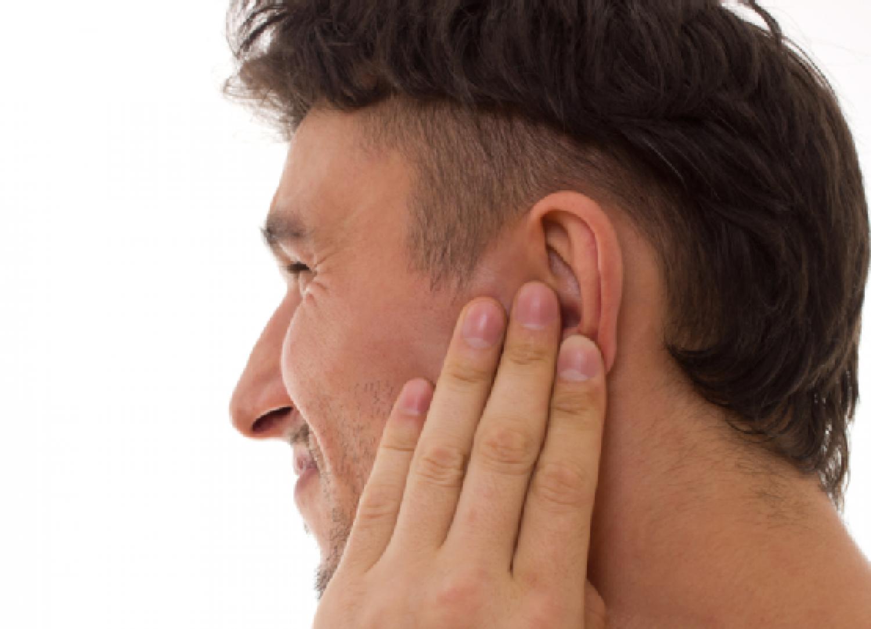 موجود داخل كل بيت.. علاج قوي وفعّال لالتهابات الأذن