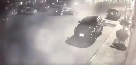 فيديو.. متهور يفحط في شارع بالخبر ويصدم سيارة متوقفة ويهرب