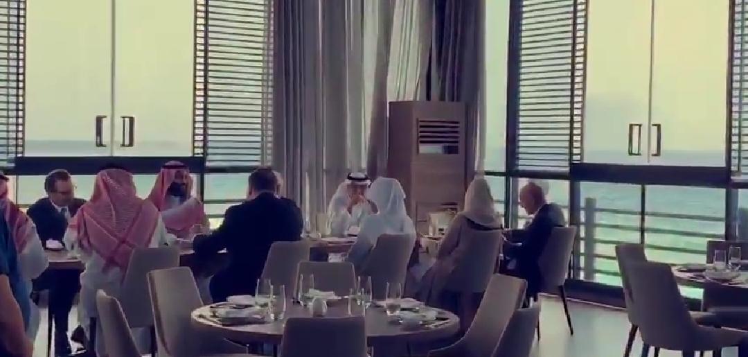 شاهد ولي العهد و وزير الخارجية أين يتناولون طعام الغداء؟؟
