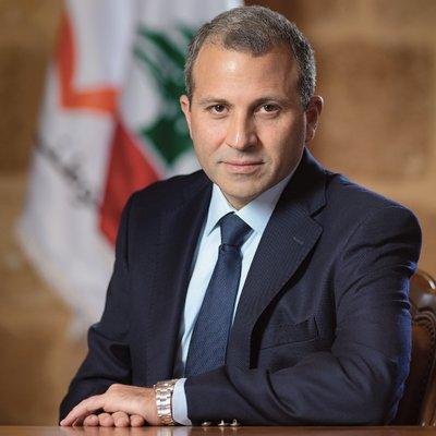 وزير لبناني يثير الجدل بتغريدة عن العمالة السعودية في لبنان.. والأمير عبدالرحمن بن مساعد يرد