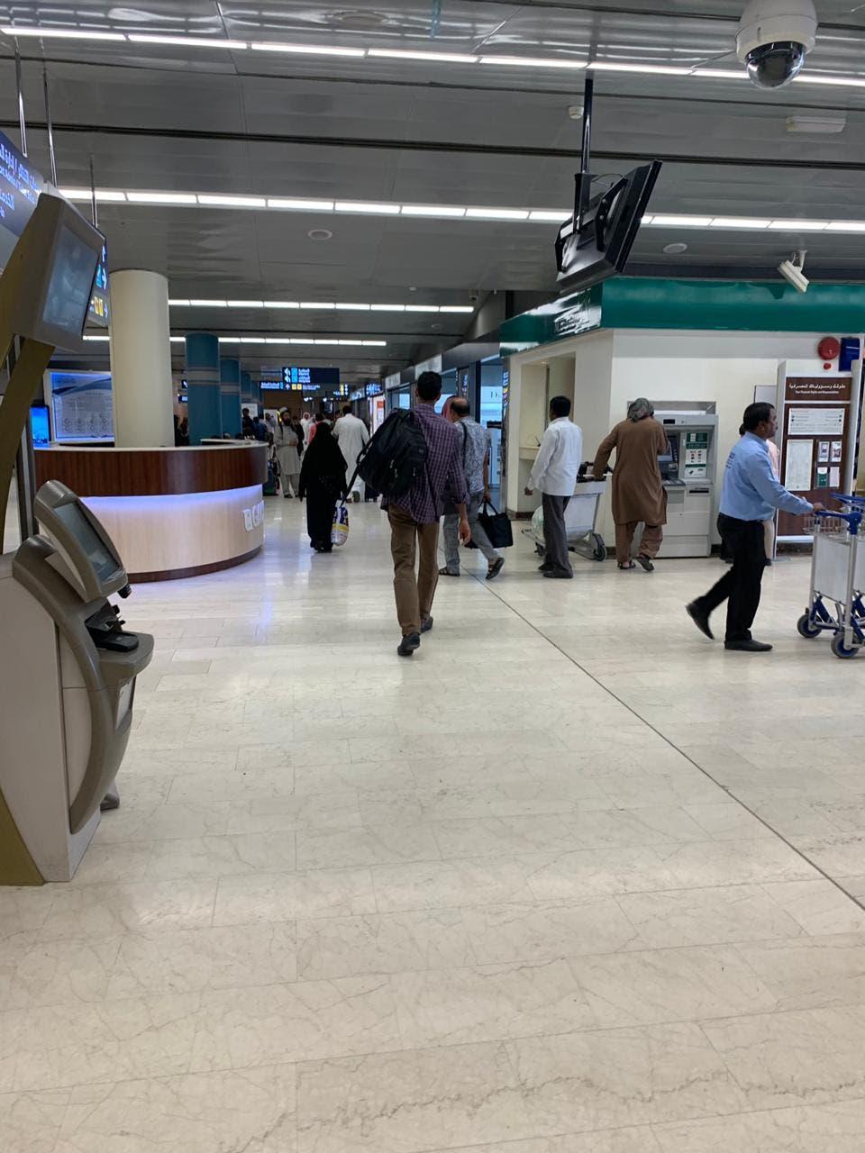 فيديوهات وصور بثها المسافرون من مطار أبها تصدم الحوثيين