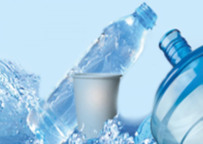 ما الذي تُخفيه شركات «للمياه المعبأة» عن المستهلكين.. خطر حقيقي