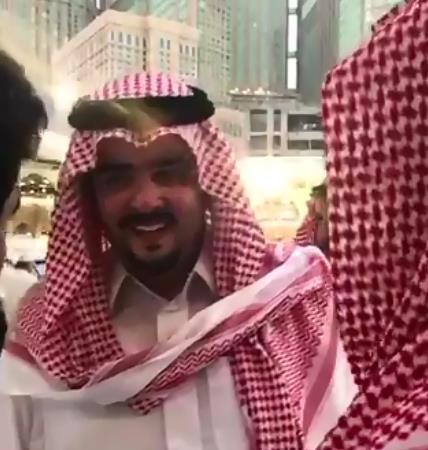 فيديو.. بماذا رد الأمير عبدالعزيز بن فهد على شابين طلبا وظائف؟