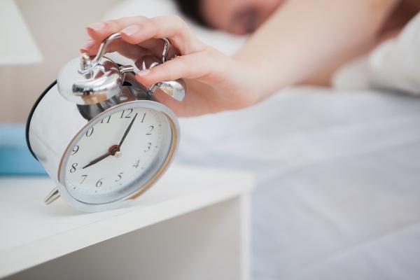 دراسة: مواعيد النوم غير المنتظمة تسبب زيادة الوزن وأمراض السكري والضغط