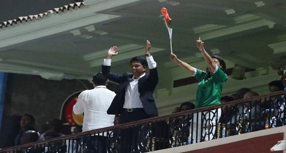 شاهد فرحة هستيرية تنسي رئيس مدغشقر البروتوكول