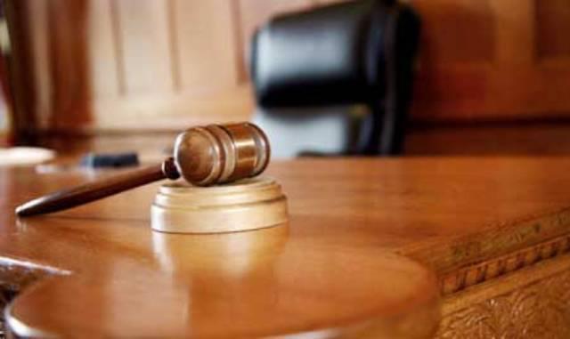 ما الإجراء الذي يتبعه القاضي عند امتناع المدعى عليه عن الجواب؟