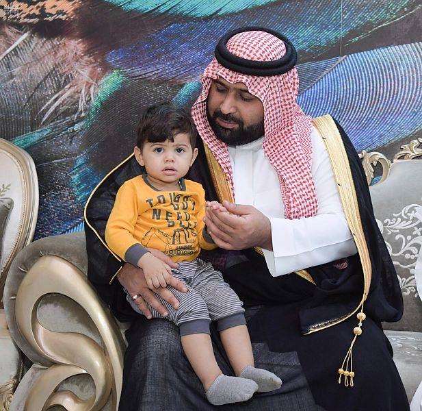 ذوو قتيل بجازان يتنازلون عن القصاص من القاتل بعد شفاعة أمير المنطقة ونائبه (فيديو وصور)