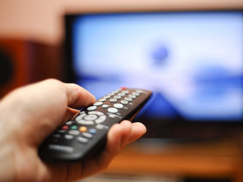 هذا الوقت المسموح به للجلوس أمام التلفاز والأجهزة الإلكترونية