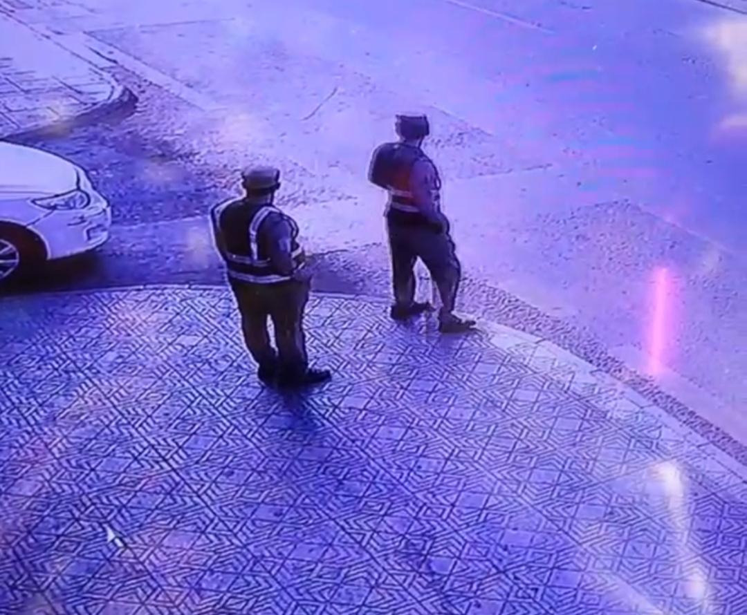بالفيديو أول حالة هروب وتم القبض عليه من قبل رجال الأمن 😂