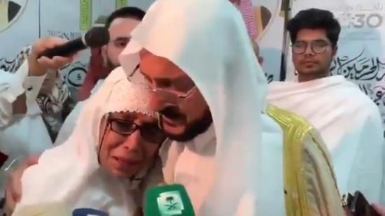 آل الشيخ بعد تقبيل رأس الحاجة النيوزيلندية: لم أنزعج من الانتقادات.. وقلوبنا ليست قلوب بهائم (فيديو)
