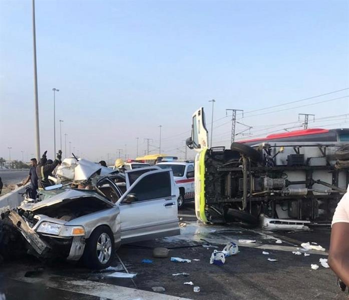 اثنان منهم بحالة حرجة.. انقلاب شاحنة يصيب 7 أشخاص على طريق الحرمين بجدة (صور)