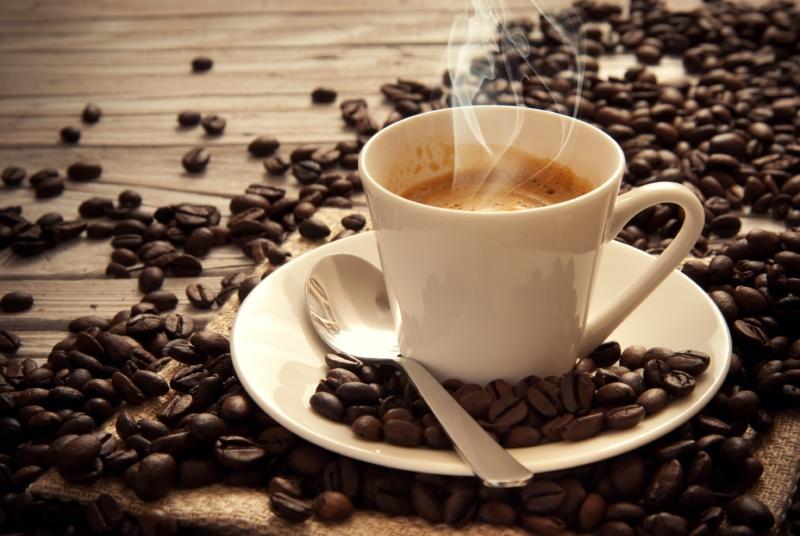 دراسة تكشف مفاجأة عن علاقة القهوة قبل النوم بالأرق