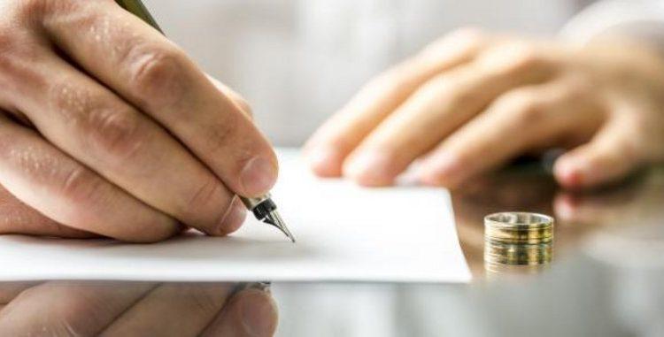محامٍ يثير الجدل: للزوج أن يشترط في عقد النكاح عدم سفر الزوجة إلا بموافقته