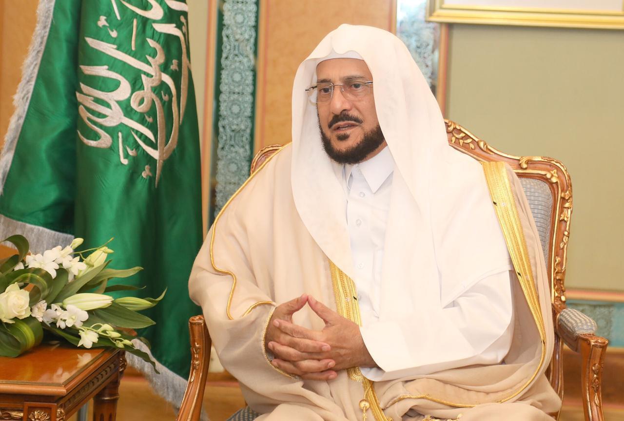 الوزير آل الشيخ عن موقف الحاجة: عفوي وقلوبنا ليست من حجر