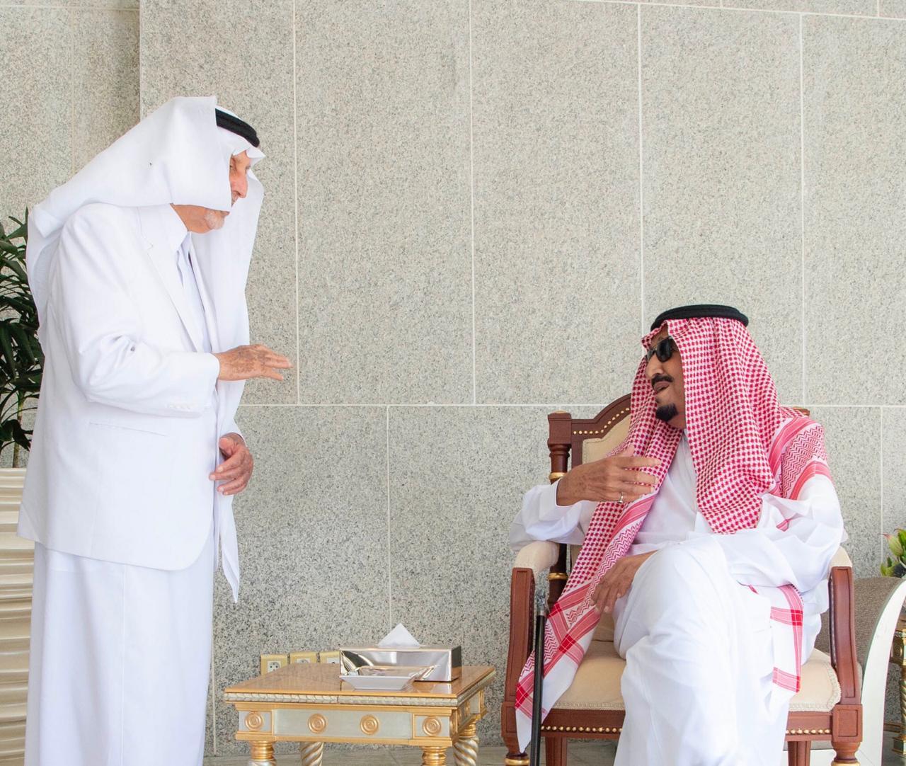 في قصر السلام .. صورة الملك سلمان والفيصل