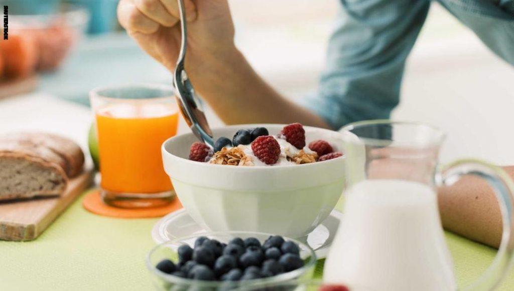 دراسة: تخطي وجبة الفطور يرتبط بزيادة خطر الوفاة المرتبطة بالقلب