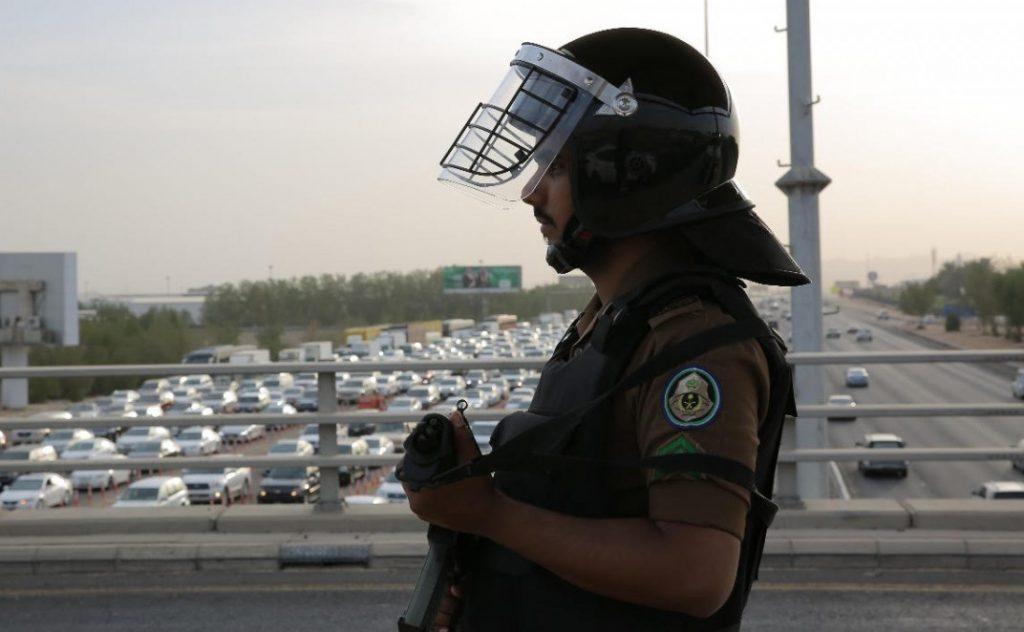 التشهير والسجن وغرامات بنصف مليون ريال بحق 7 مواطنين بتهمة نقلهم حجاج لا يحملون تصاريح بالحج