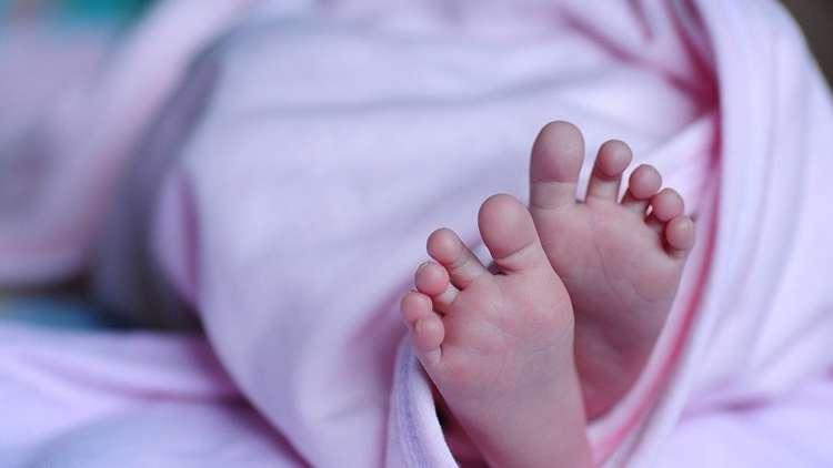 الخدمة توضح أيام الإجازة للأب والأم حال الرزق بمولود
