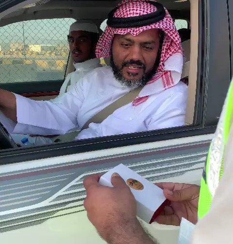 """شاهد.. شرطة أبوظبي تطلق مبادرة """"الإماراتي سعودي والسعودي إماراتي"""" عبر منفذ الغويفات"""