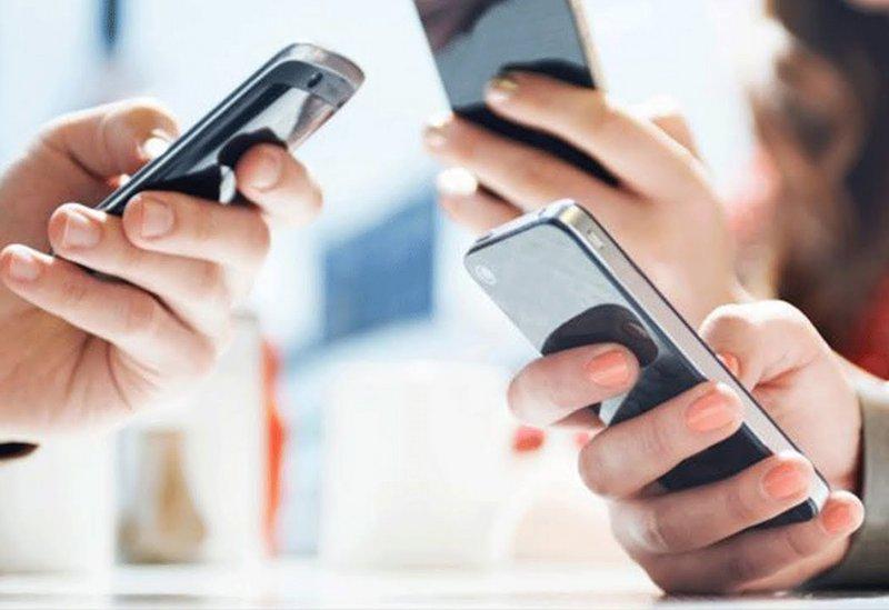 """كيف تعرف إذا كنت مصاباً بإدمان الهواتف النقالة """"النوموفوبيا""""؟"""