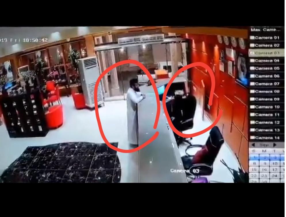 """بالفيديو : نزيل يضرب موظفة فندق بجازان .. والأخيرة توضح : """" طلب مني الصعود معه للغرفة"""" !"""