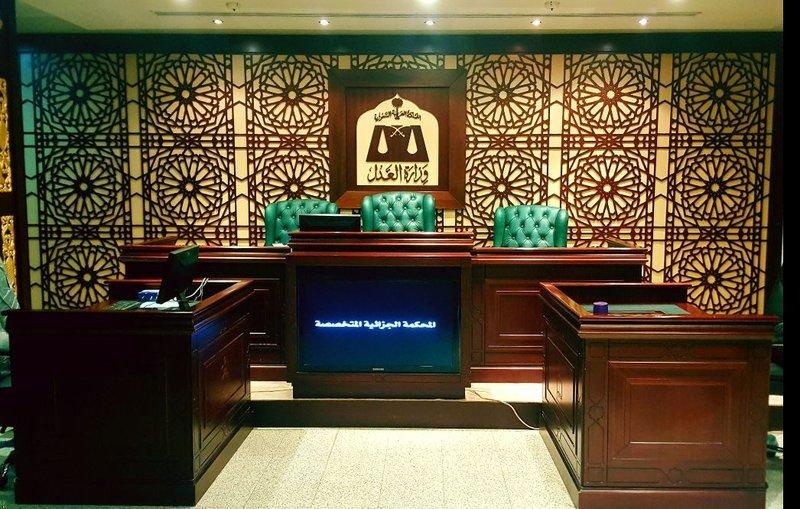 المحكمة الجزائية تنذر الحارثي بالحكم غيابيًا وفق نظام جرائم الإرهاب