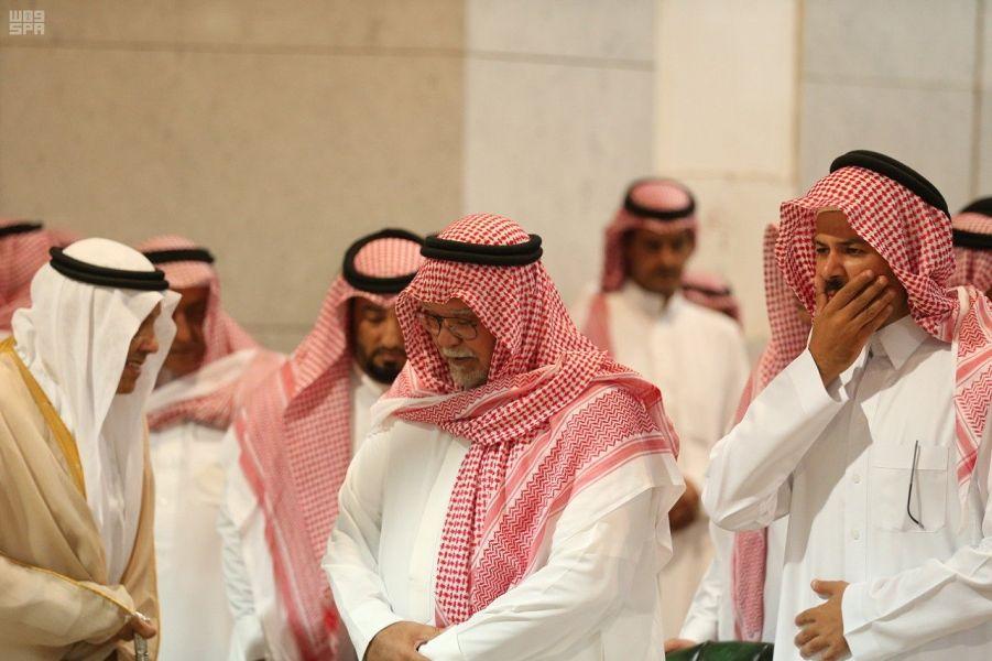 الجبير يواسي بندر بن سلطان في وفاة والدته بكلمات مؤثرة