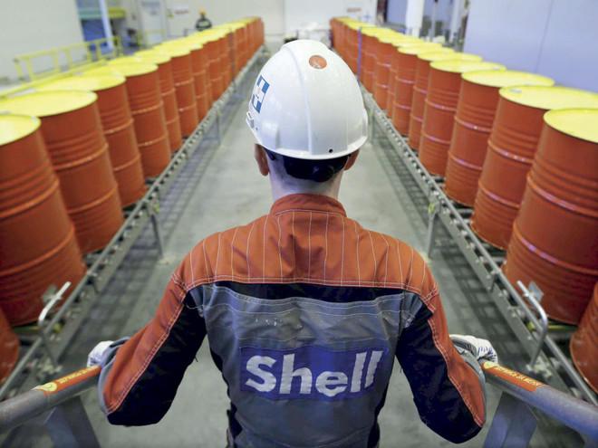 النفط يتكبد ثاني خسارة أسبوعية على التوالي بفعل مخاوف الطلب