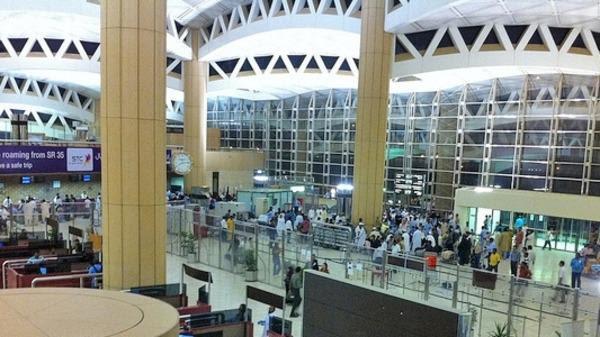 تعرّف على أهمية الإقرار عند السفر عبر مطار الملك خالد الدولي وطرق الحصول عليه