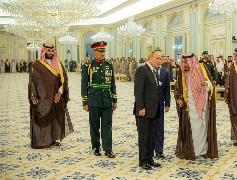 """تعرّف على قائمة مأدبة الملك سلمان للرئيس الروسي """"بوتين"""""""